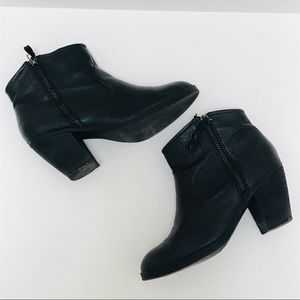 Steve Madden Black Leather Zipper Booties Boots